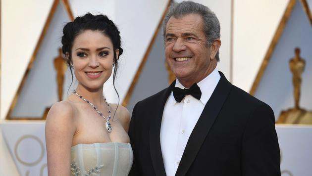 Mel Gibson mit Freundin Rosalind Ross (Bild: Jordan Strauss/Invision/AP)
