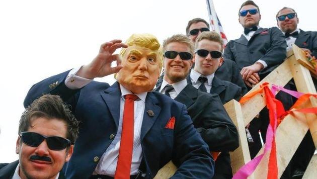 Höllental Teufeln von Pfarrwerfen mit Trump-Wagen samt Leibwächtern (Bild: Gerhard Schiel)