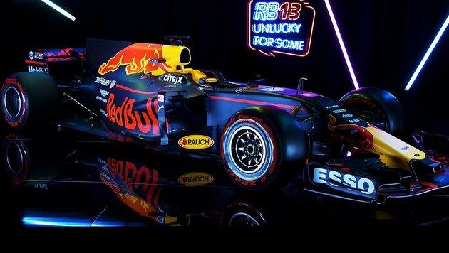 Kuriose Präsentation: Red Bull sorgt für Aufsehen! (Bild: twitter.com)