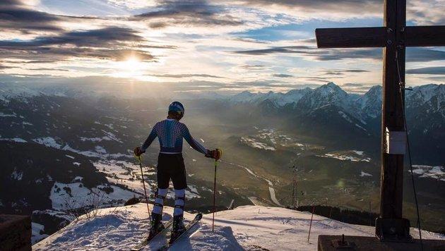 Deutschlands Ski-Star Felix Neureuther lässt in den Bergen die Seele baumeln - eine Traum-Aussicht! (Bild: facebook.com)