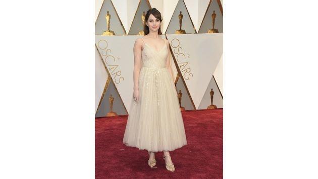 Felicity Jones im Prinzessinnen-Kleid von Dior (Bild: Jordan Strauss/Invision/AP)