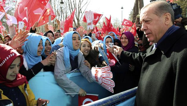 Erdogan auf Stimmenfang (Bild: AP)