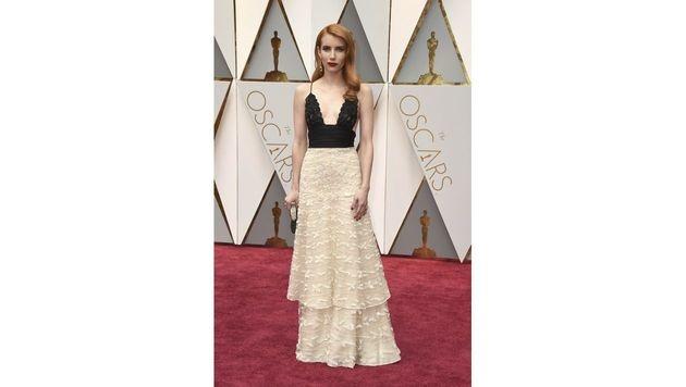 Emma Roberts sah in ihrer Spitzenrobe von Armani Privé etwas blass aus. (Bild: Jordan Strauss/Invision/AP)