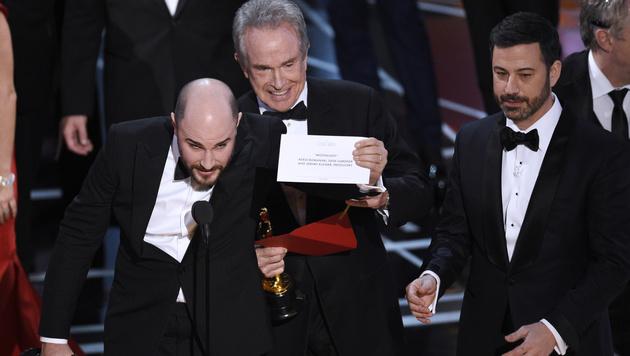Bei den Oscars kam es zur Verwechslung der Kuverts. (Bild: Chris Pizzello/Invision/AP)