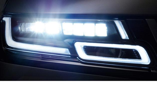 Ausdrucksstark: Die LED-Scheinwerfer mit Laser-Fernlicht bieten einen hohen Wiedererkennungswert. (Bild: Land Rover)
