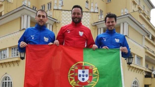 Jukic, Trainer Fötschl und Strobl finden in Portugal Top-Bedingungen vor. (Bild: SV Grödig)