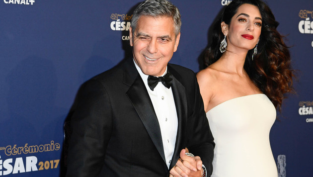 Stolzer Papa in spe: George Clooney mit seiner Amal (Bild: News Pictures/face to face)