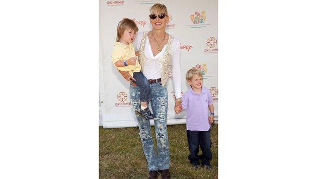 Sharon Stone mit zwei ihrer Söhne. (Bild: face to face)