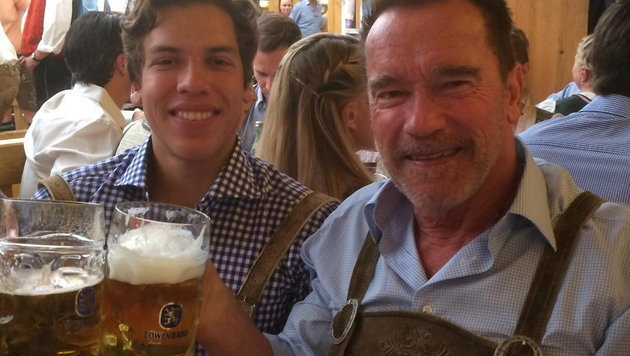 Arnold Schwarzenegger feiert mit Sohn Joseph am Münchner Oktoberfest. (Bild: Viennareport)