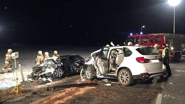 Dem Lenker droht ein Mordprozess. Er raste mit 150 km/h ungebremst in ein entgegenkommendes Auto. (Bild: FF Leogang)