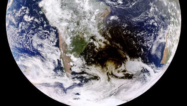 Sonde fotografierte Schatten, den der Mond warf (Bild: NASA/DSCOVR, EPIC Team)