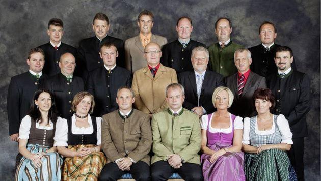Verunglückt: Leonhard Bucher (Bildzentrum, helle Jacke). 2.v.r. ist die Jubilarin Antonia Schnöll (Bild: Sabine Kendlbacher)