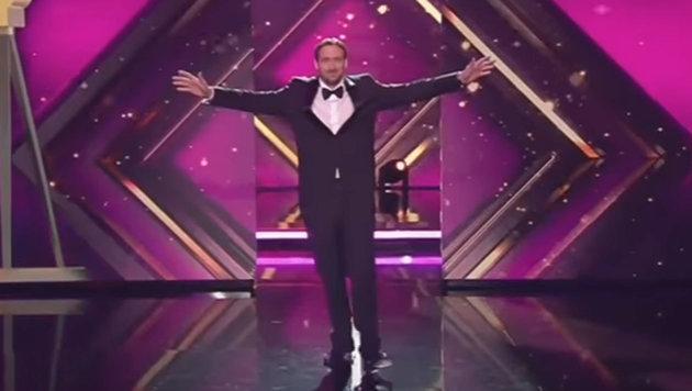 """""""Ryan Gosling"""" nahm den Preis entgegen und widmete ihn Joko und Klaas. (Bild: YouTube.com)"""