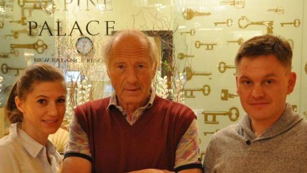 Manu und Thomas Wolf mit Sven Stöbel: Die Saalbacher Hoteliers  sollen 15.000 Euro Strafe zahlen (Bild: Wolf)