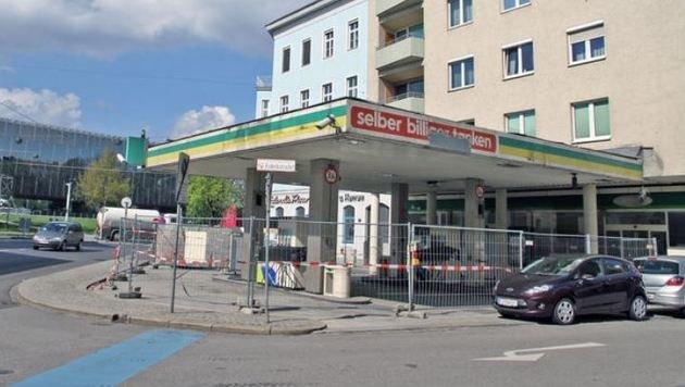 Überall in Salzburg: Aufgelassene Tankstellen als Verkaufsläden (Bild: Markus Wenzel)