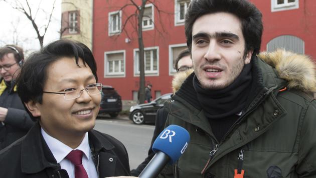 Anas M. und sein Anwalt vor dem Gericht in Würzburg (Bild: AFP)