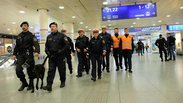 """Seit der Flüchtlingskrise ist der Linzer Bahnhof ein """"Hot-Spot"""" geworden. (Bild: Horst Einšder)"""