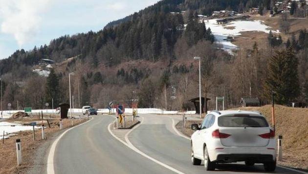 Vor diesem Fahrbahnteiler scherte der Norweger auf die falsche Spur mit 150 auf dem Tacho aus. (Bild: Niki Faistauer)