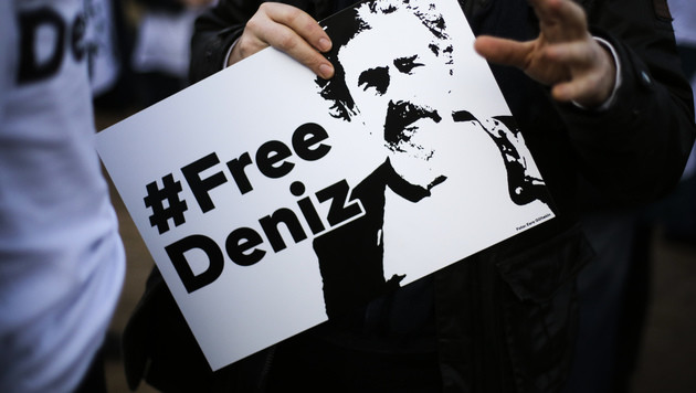 Fall Yücel: Anwälte ziehen vor Verfassungsgericht (Bild: AP)