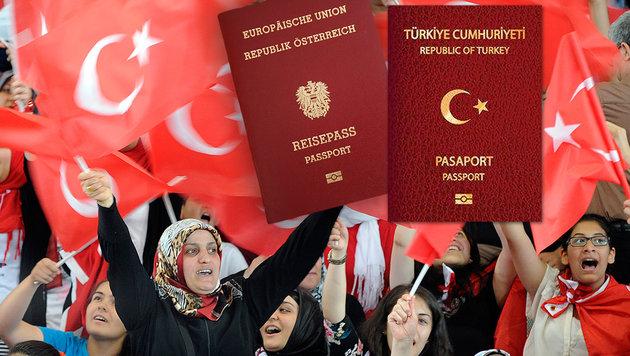 Zehntausende Türken mit österreichischen Pässen? (Bild: APA/Hans Punz, Karl Schöndorfer)