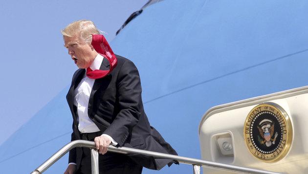 Präsident Donald Trump trickst gerne mal mit Klebeband. (Bild: AP)