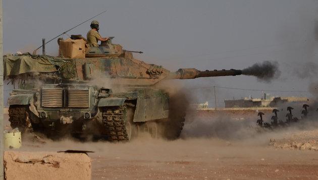 Türkischer Panzer im Einsatz während der Schlacht um Aleppo (Bild: AFP)