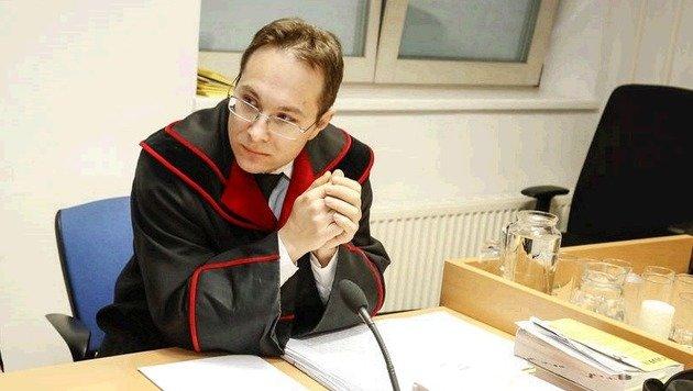 Der Salzburger Staatsanwalt Alexander Richter verlas die Urteile. (Bild: Markus Tschepp)
