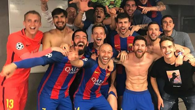 Kabinen-Party! Neymar postet auf Facebook diesen Backstage-Schnappschuss aus der Barca-Kbaine. (Bild: Instagram)
