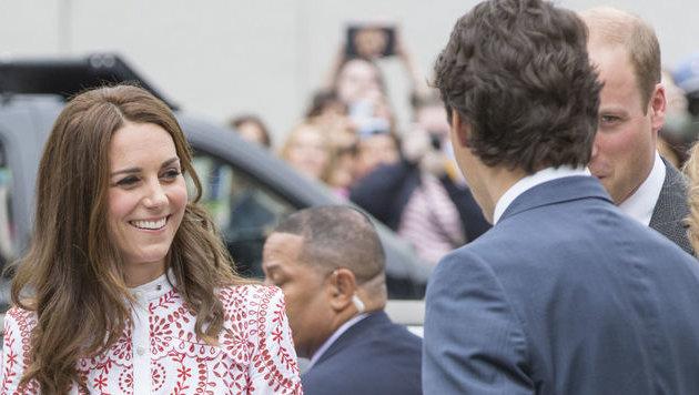 Herzogin Kate strahlt bei der Begegnung mit Trudeau. (Bild: Viennareport)