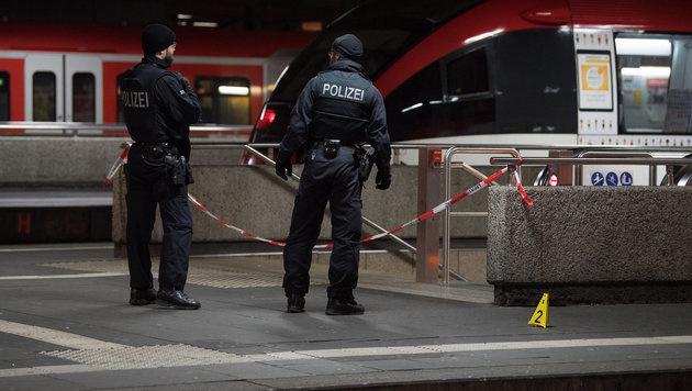 Axt-Attentäter: Sein jüngstes Opfer ist erst 13 (Bild: APA/dpa/Federico Gambarini)