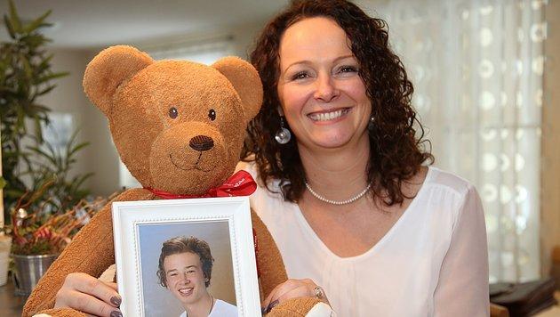 Michaela Altendorfer, die Präsidentin der Herzkinder, mit einem Foto ihres Sohnes. (Bild: Marion Hörmandinger)