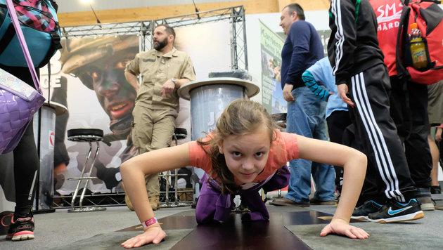 """Schüler stürmten die von der """"Krone"""" präsentierte Sport&Fun-Messe in Ried. (Bild: Horst Einšder)"""