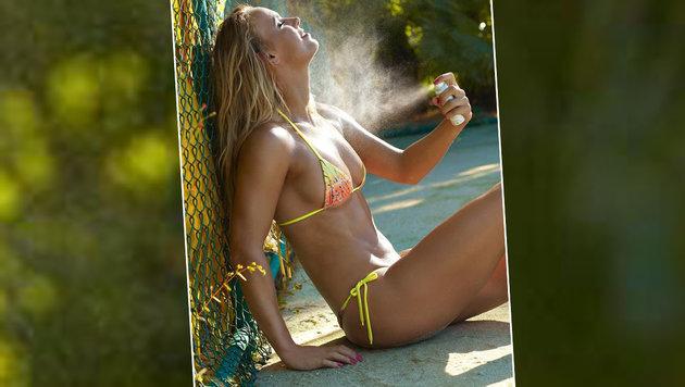 """Caroline Wozniacki, hier posiert sie für die """"Sports Illustrated"""", braucht eine Abkühlung. (Bild: facebook.com)"""