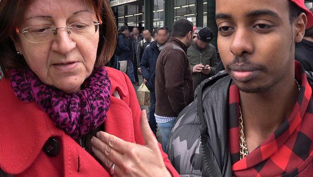 Elisabeth, Ahmed und viele andere standen vor dem Sozialzentrum in Wien-Meidling an. (Bild: krone.tv)