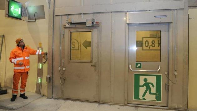 In der Mitte des Tunnels befindet sich die Pannenbucht mit einem Querschlag. (Bild: Roland Holitzky)