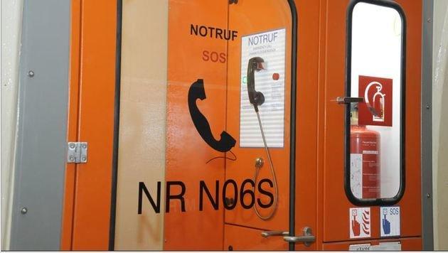 Notruf-Säule im Tunnel: Im Ernstfall SOS-Taste nutzen anstatt des Handys (Bild: Roland Holitzky)