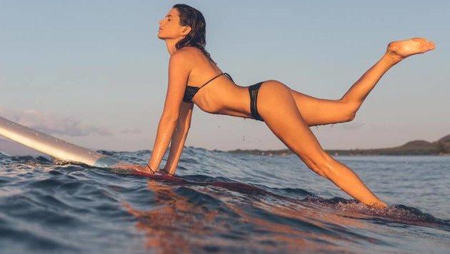 Traumhaftes Bild: Surf-Star Anastasia Ashley genießt die Zeit am Meer! (Bild: facebook.com)
