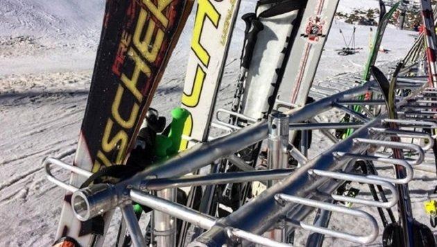 Bei den Skiständern vor Hütten wird am meisten gestohlen. (Bild: Melanie Hutter)