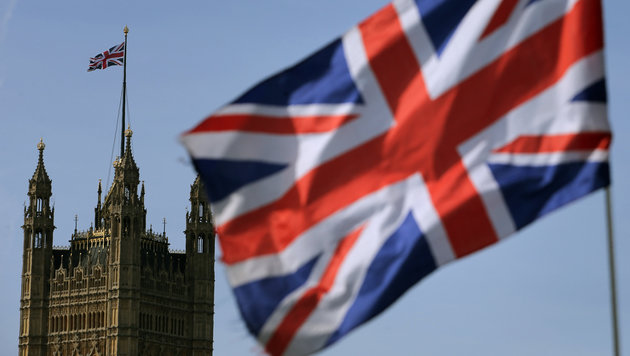 Der Union Jack vor dem Parlamentsgebäude in London (Bild: AFP)