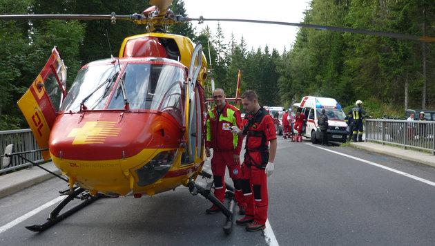 """Der """"Airmed 2"""" bei einem Rettungseinsatz. (Bild: salzi.at)"""