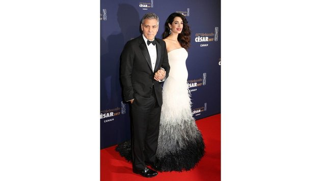 Amal Clooney in einem 137.000 Euro teuren Versace Kleid (Bild: Visual Press Agency, face to face)