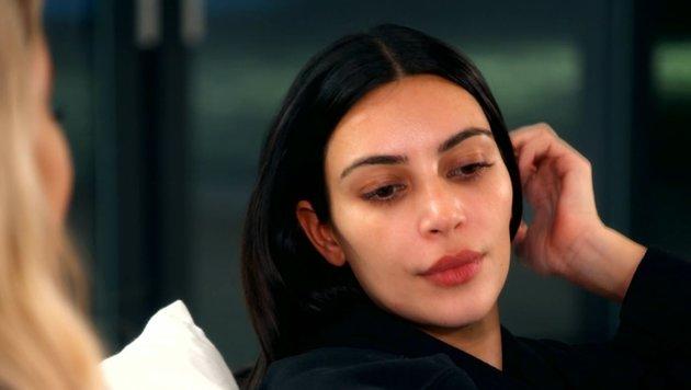 Kim Kardashian öffnet sich ihren Schwestern Khloé und Kourtney. (Bild: E! Entertainment)