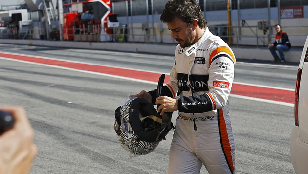 Alonso geknickt: Schon wieder eine Frustsaison? (Bild: AP)