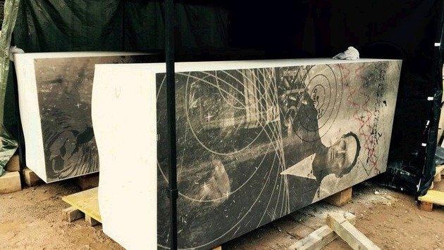 Mit einer speziellen Technik hat der Künstler Bilder auf Stein â01Egedrucktâ01C. (Bild: Steinwendtner)