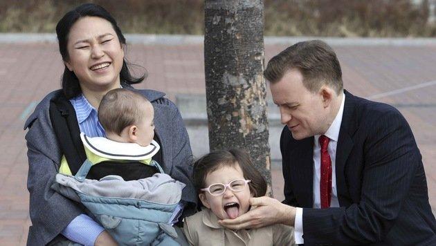 Robert E. Kelly mit seiner Ehefrau Kim Jung-a und seinen Kindern James und Marion (Bild: AP)