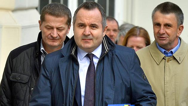 Paul Kimberger (Bildmitte), Verhandlungsführer aufseiten der Lehrer (Bild: APA/HERBERT PFARRHOFER)