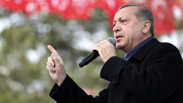 Der türkische Präsident Recep Tayyip Erdogan bei einer Wahlkampfveranstaltung (Bild: AP)