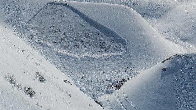 Erneuter Lawinenabgang in Tirol: Zwei Tote (Bild: APA/ZEITUNGFOTO.AT)
