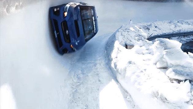 Subaru WRX im Eiskanal - da fliegen die Fetzen! (Bild: Subaru)