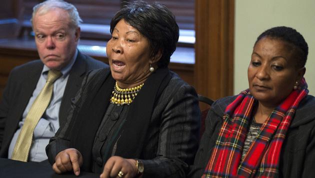 Die namibische Abgeordnete Ida Hoffmann (Bildmitte) im New Yorker Gerichtssaal (Bild: AFP)